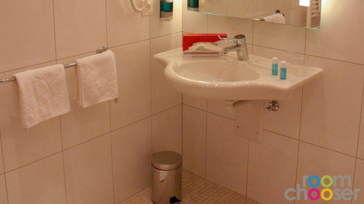 Accessible hotel room Austria Classic Hotel Heiligkreuz, 107, Sink