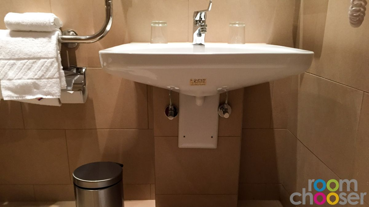 Accessible hotel room Austria Trend Hotel Ananas, 236, Sink