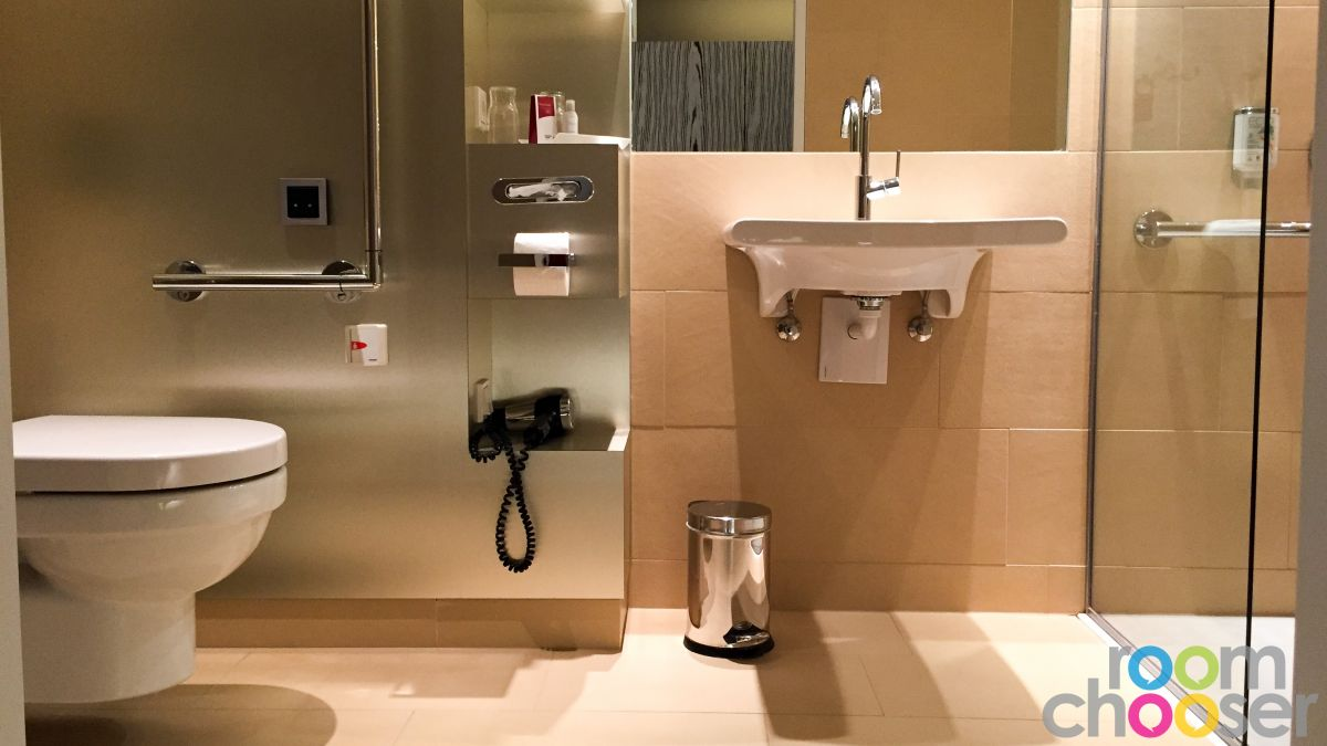 Accessible hotel room Austria Trend Hotel Park Royal Palace Vienna, 204 304 404, View into the bathroom