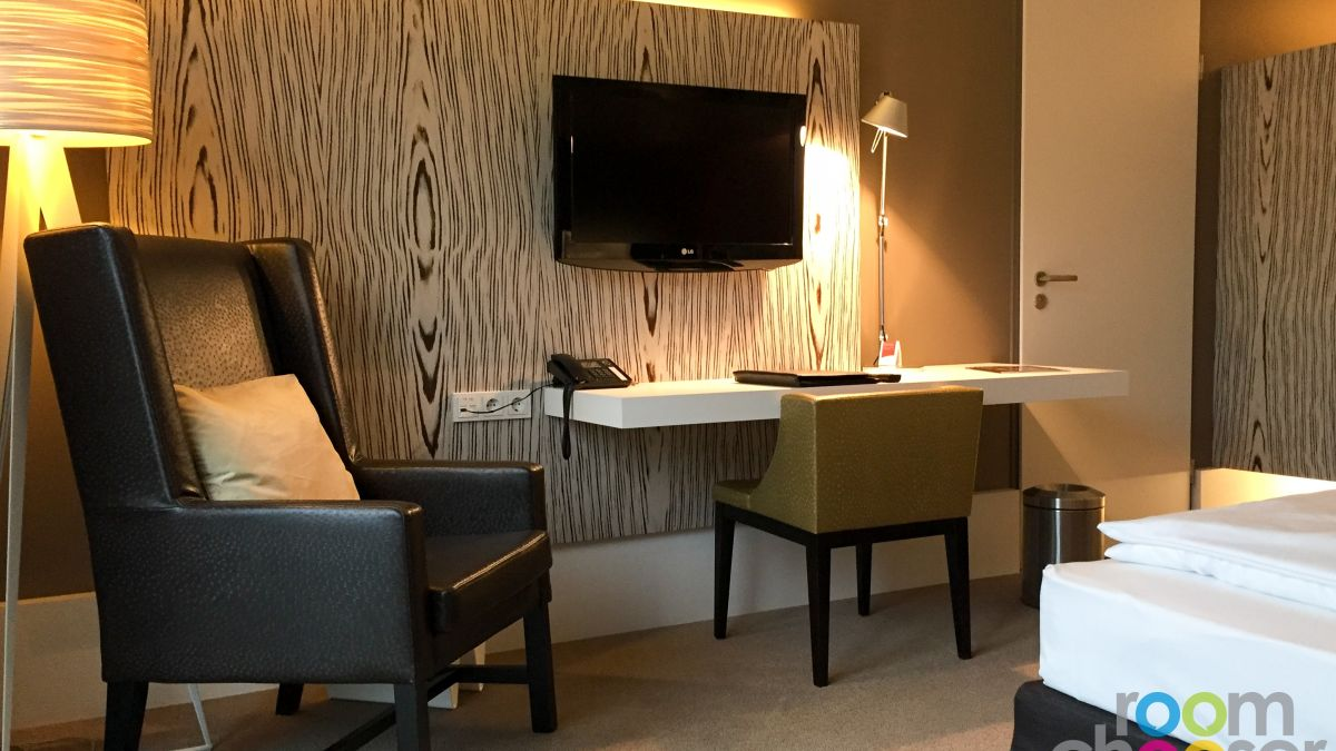 Accessible hotel room Austria Trend Hotel Park Royal Palace Vienna, 204 304 404, Living area