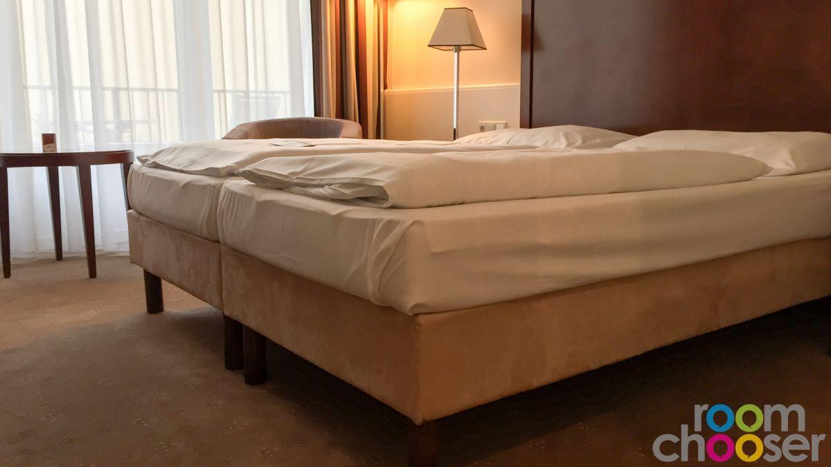 Accessible hotel room Austria Trend Parkhotel Schönbrunn, 3001 3003 3005 3007, Bed