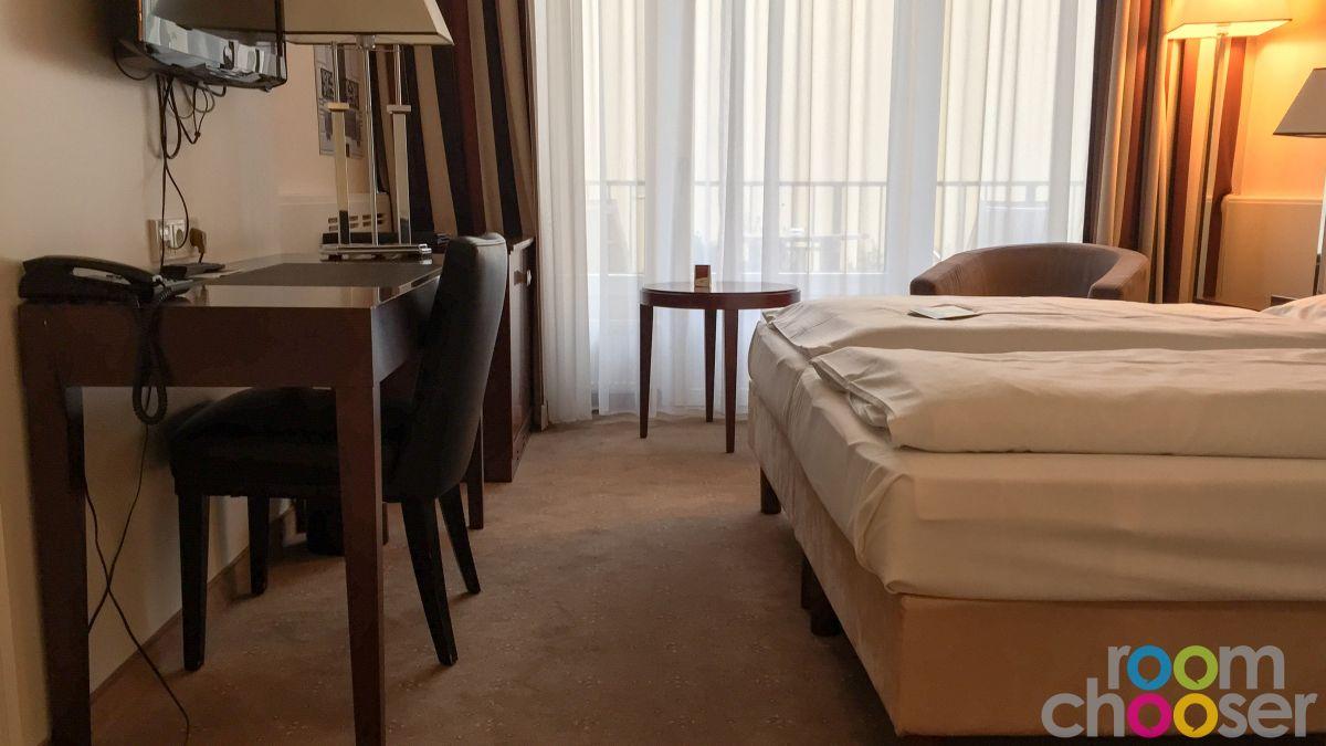 Accessible hotel room Austria Trend Parkhotel Schönbrunn, 3001 3003 3005 3007, Living area