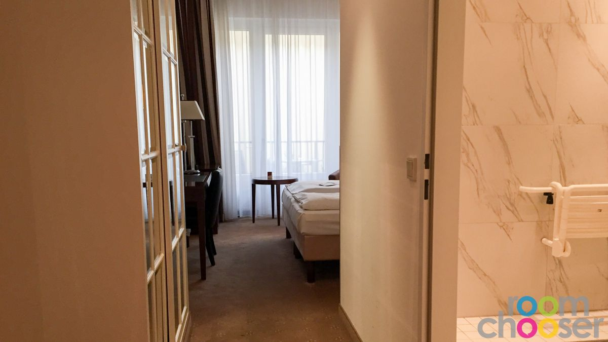 Accessible hotel room Austria Trend Parkhotel Schönbrunn, 3001 3003 3005 3007, View into the room