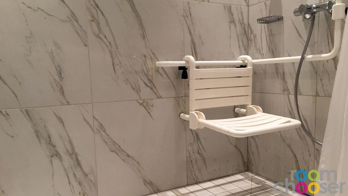 Accessible hotel room Austria Trend Parkhotel Schönbrunn, 3001 3003 3005 3007, Shower