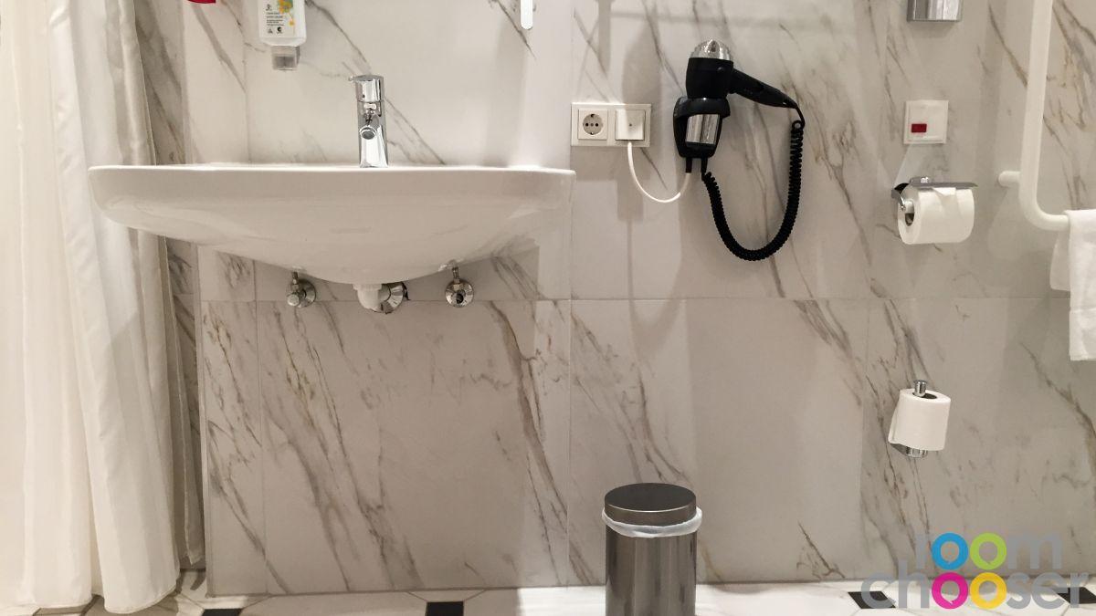 Accessible hotel room Austria Trend Parkhotel Schönbrunn, 3001 3003 3005 3007, Sink