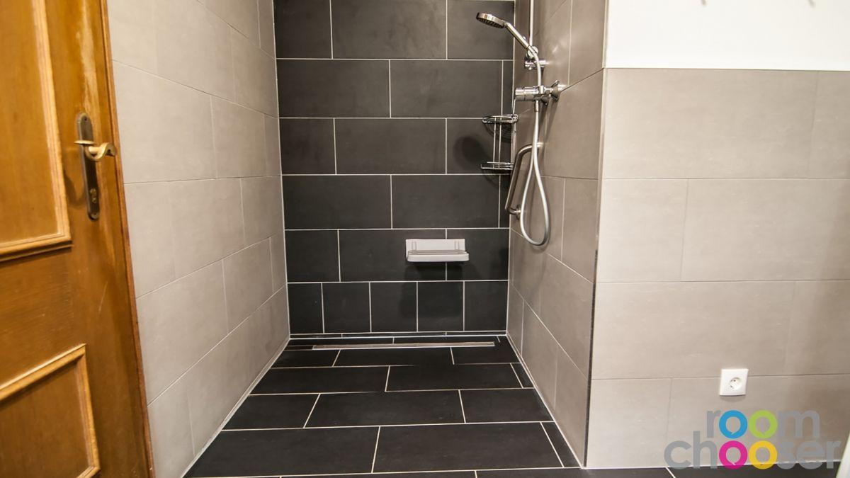 Accessible hotel room Ferienwohnungen Wartbichler, 1, Shower