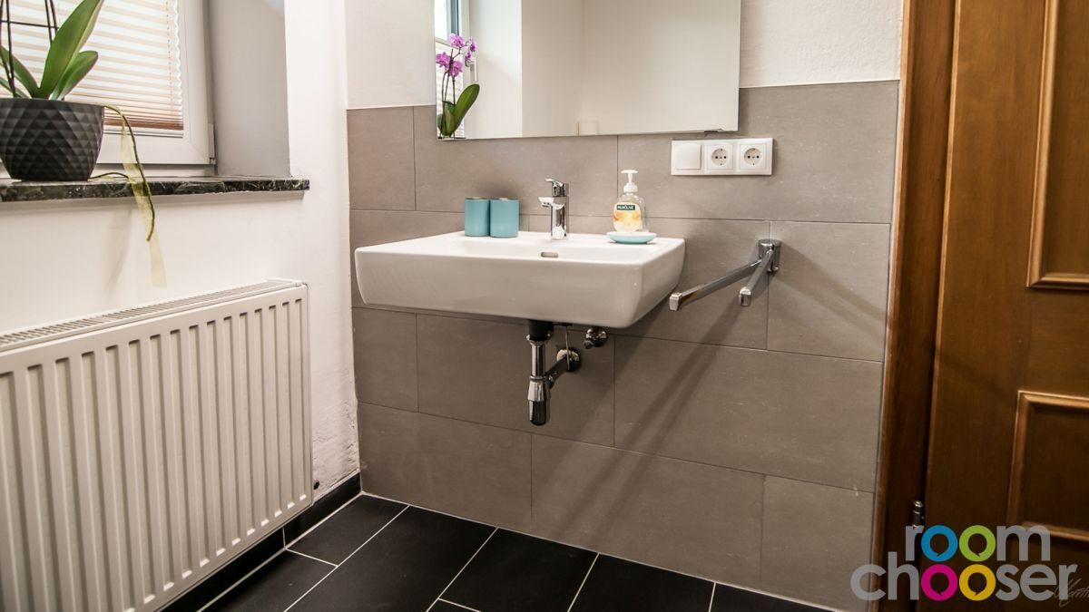 Accessible hotel room Ferienwohnungen Wartbichler, 1, Sink