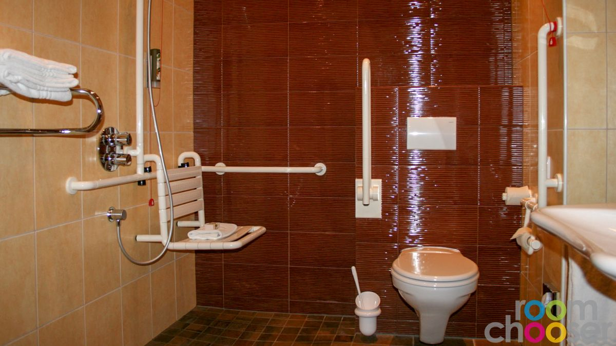 Accessible hotel room Hotel Miraverde, 32, View into the bathroom
