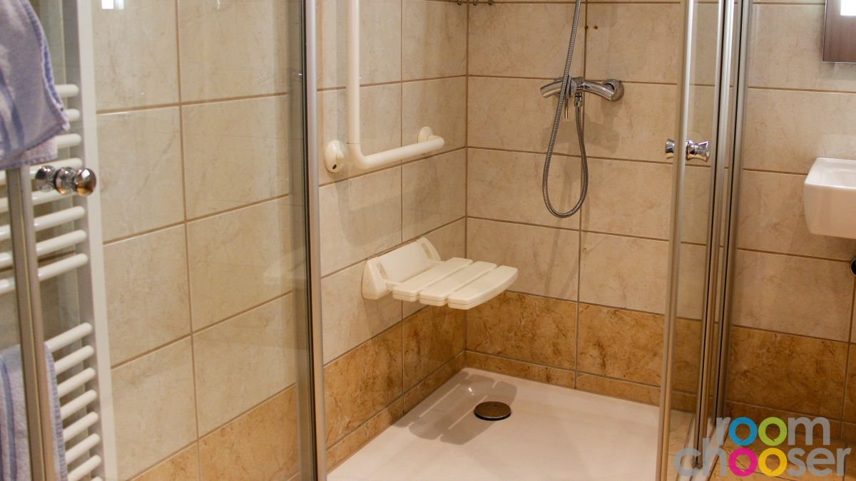 Accessible hotel room Hotel Praterstern, 420, Shower