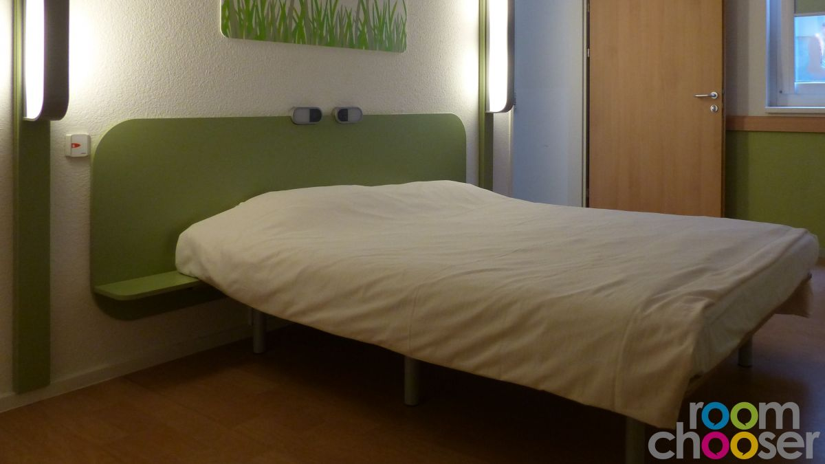 Accessible hotel room ibis budget Wien Messe, 001 101 201, Bed