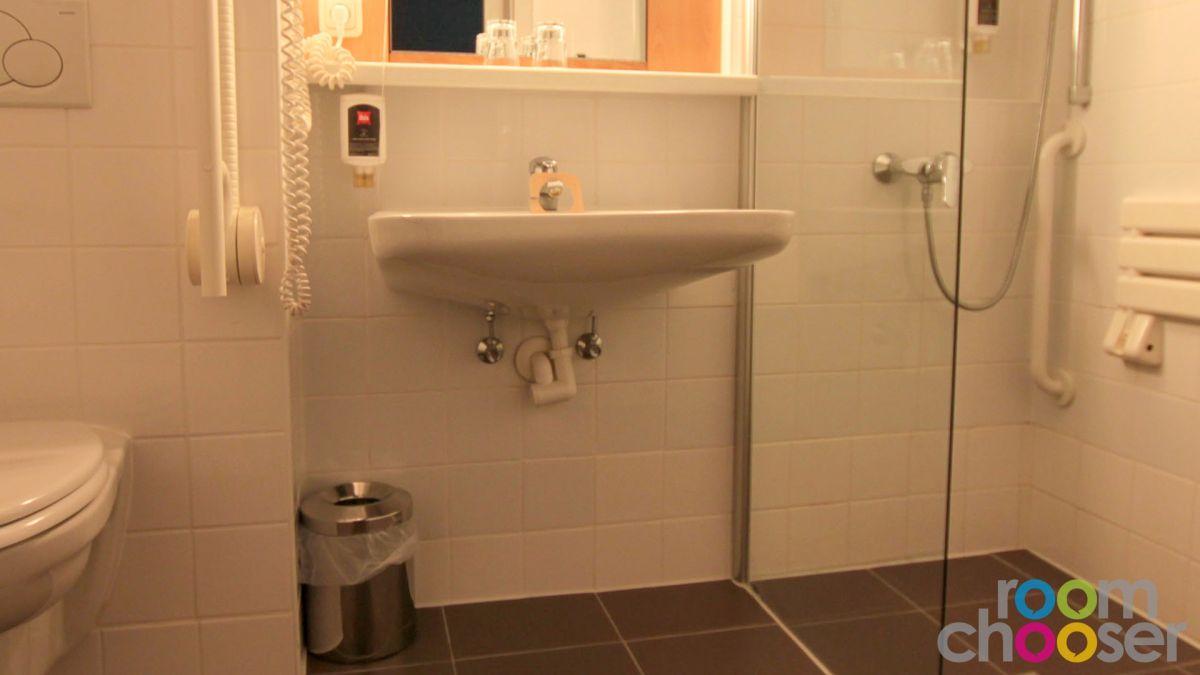 Accessible hotel room ibis Wien Mariahilf, 118, Sink