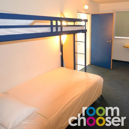 Accessible hotel room ibis budget Graz City, 110, View into the room