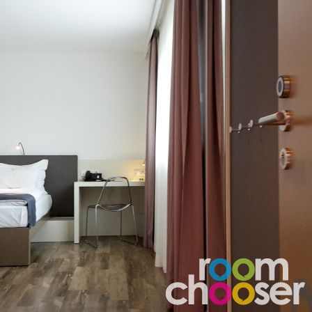 Accessible hotel room roomz graz, 102 202 302 402 502, View into the room